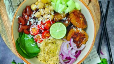 Home Made Salad – Mediterranean Quinoa Patties & Hummus buddha bowl (Vegan And Gluten-Free)